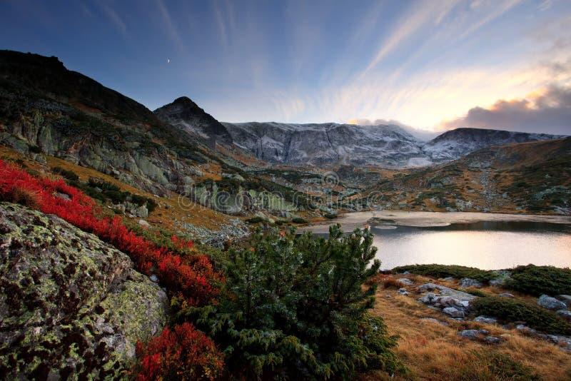 Болгарское озеро в горе rila стоковое изображение