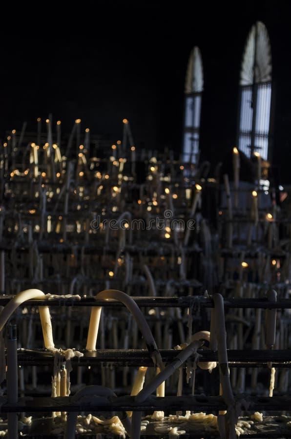 Более близкий взгляд ligts свечи на часовне Rocioстоковое изображение rf