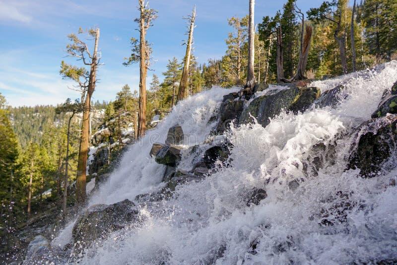 Более низкие падения орла в изумрудный парк штата залива, Лаке Таюое, Калифорния стоковая фотография rf
