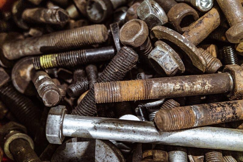 Болты металла в комплекте Порожный конец-вверх крепежных деталей стоковые фото