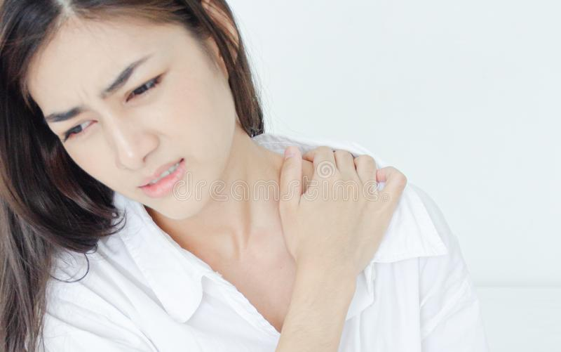 Больная женщина с болью стоковая фотография rf