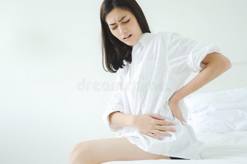 Больная женщина с болью стоковые фотографии rf