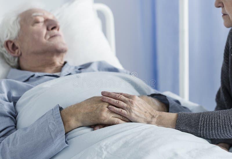 Больной пожилой пациент стоковое изображение