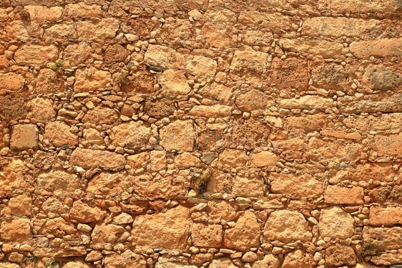 Большая желтая стена от каменных кирпичей стоковое изображение