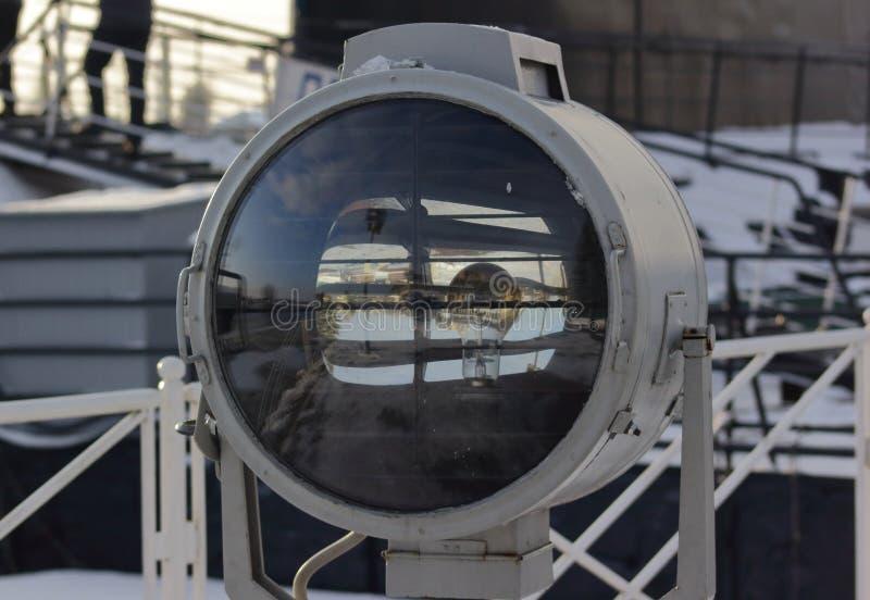Большая морская прозрачная фара электрическая лампочка внутрь стоковое фото rf