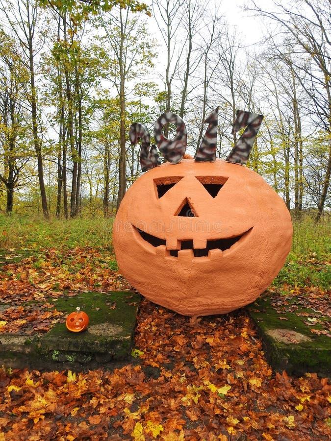 Большая оранжевая тыква хеллоуина стоковая фотография rf