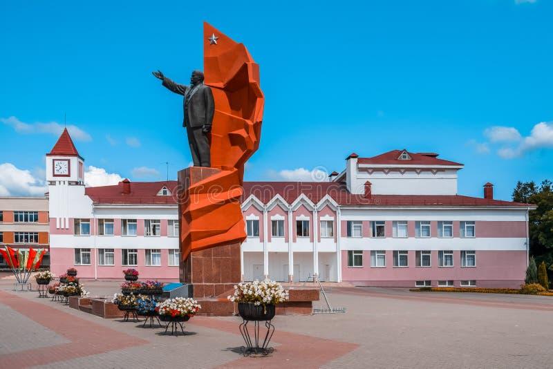 Большая статуя Ленин в городской площади Mazyr стоковые изображения
