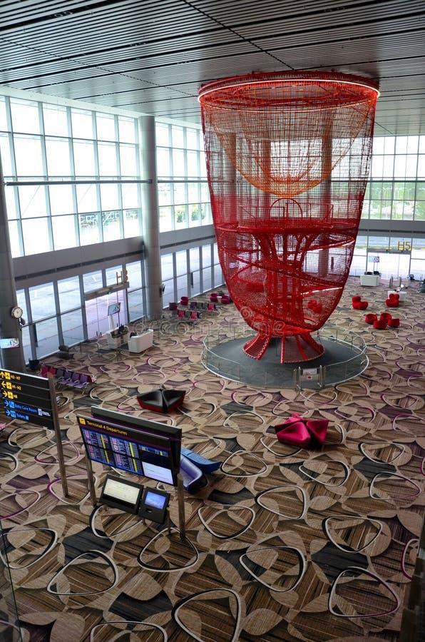 Большая установка искусства смертной казни через повешение на авиапорт Сингапура Changi строба отклонения стоковое фото rf
