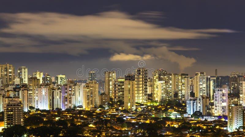 Большие города на ноче стоковое изображение rf