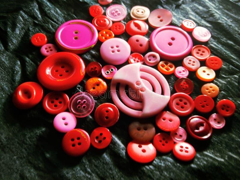 Большие и небольшие кнопки цвета на черноте стоковое фото rf