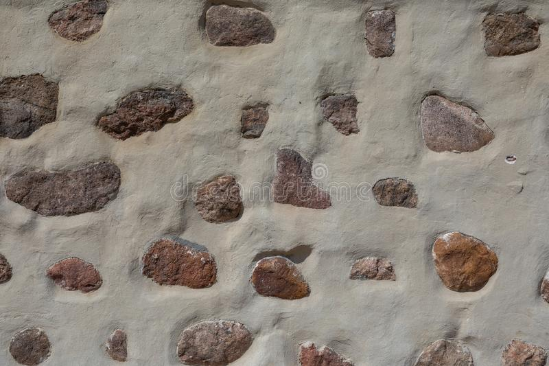 Большие камни в конкретной предпосылке стоковая фотография