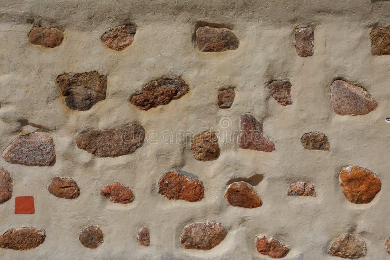 Большие камни в конкретной предпосылке стоковые фотографии rf