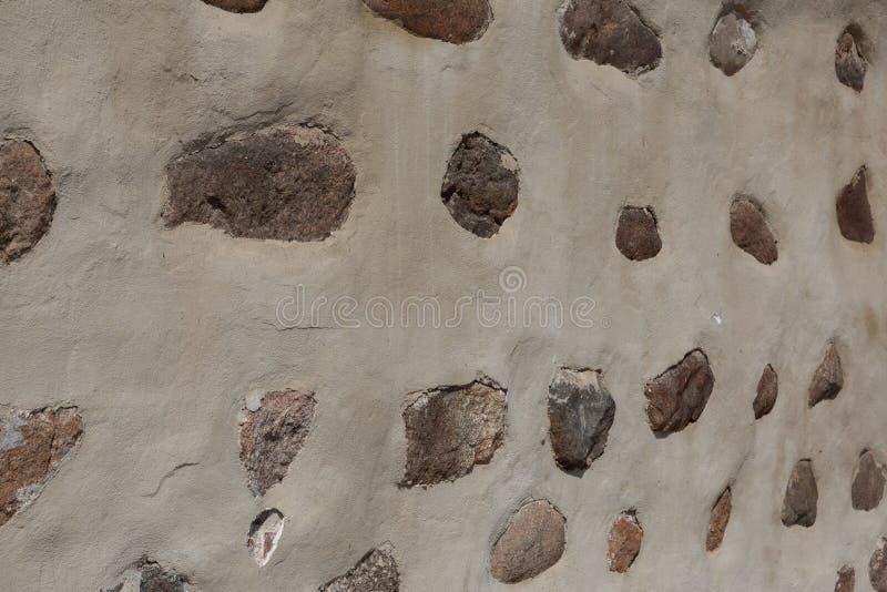 Большие камни в конкретной предпосылке стоковая фотография rf