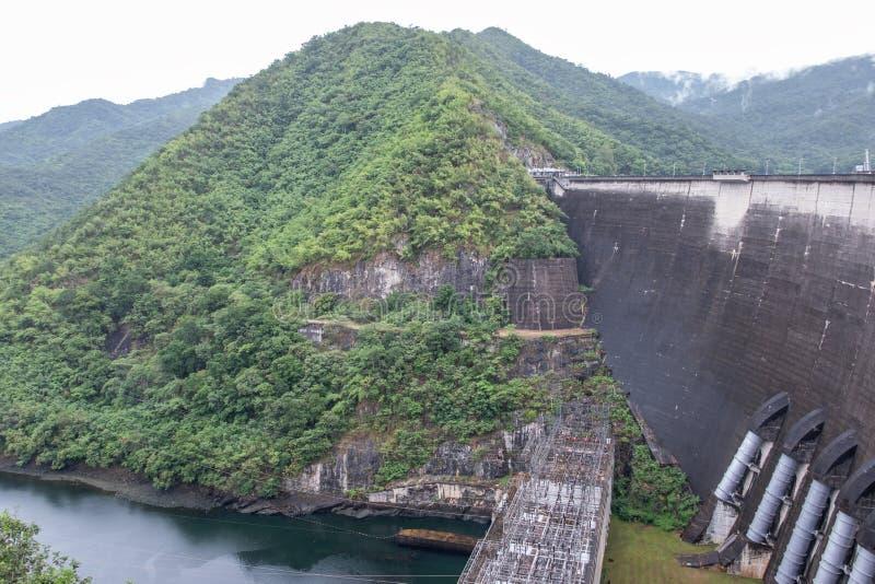 Большие конкретные запруда и ГЭС стоковые изображения rf