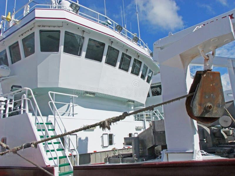 Большие траулеры рыбной ловли на гавани Co Killybegs Donegal Ирландия 1 стоковая фотография
