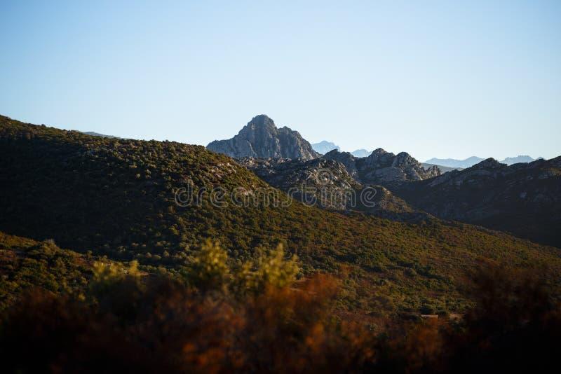 Больший взгляд гор острова Корсики, Франции художническая детальная рамка Франция горизонтальный металлический paris eiffel делае стоковая фотография