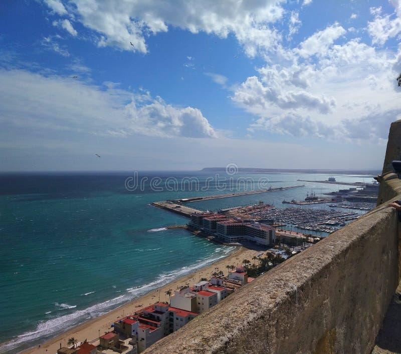 БОЛЬШИЙ пляж Аликанте стоковое фото