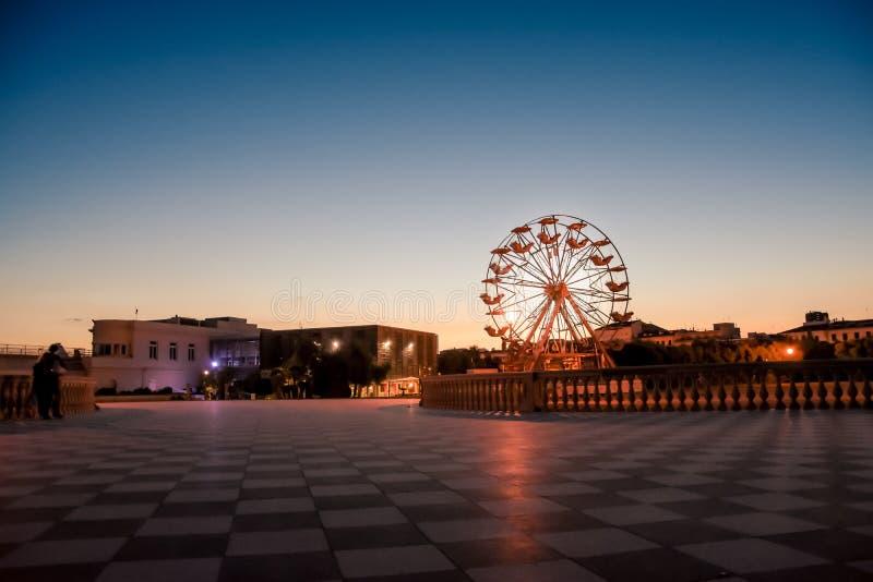 Большое колесо ferris на пляже стоковое изображение