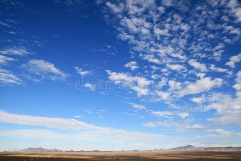 большое небо пустыни страны стоковые изображения