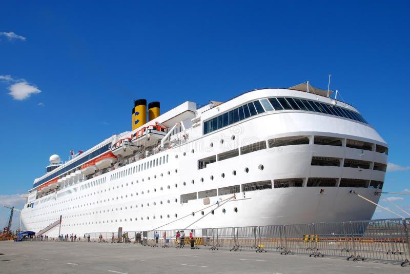 большое туристическое судно стоковое фото