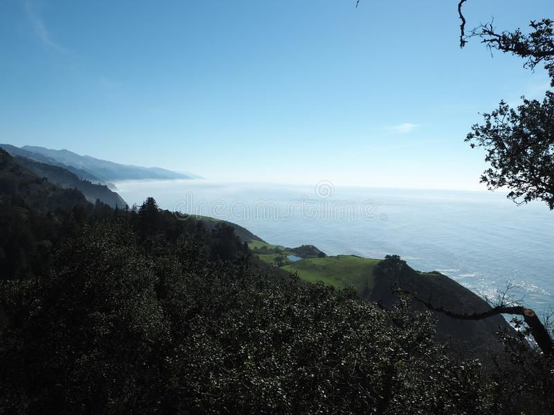 Большое Sur и Тихий океан вступают в противоречия стоковое фото