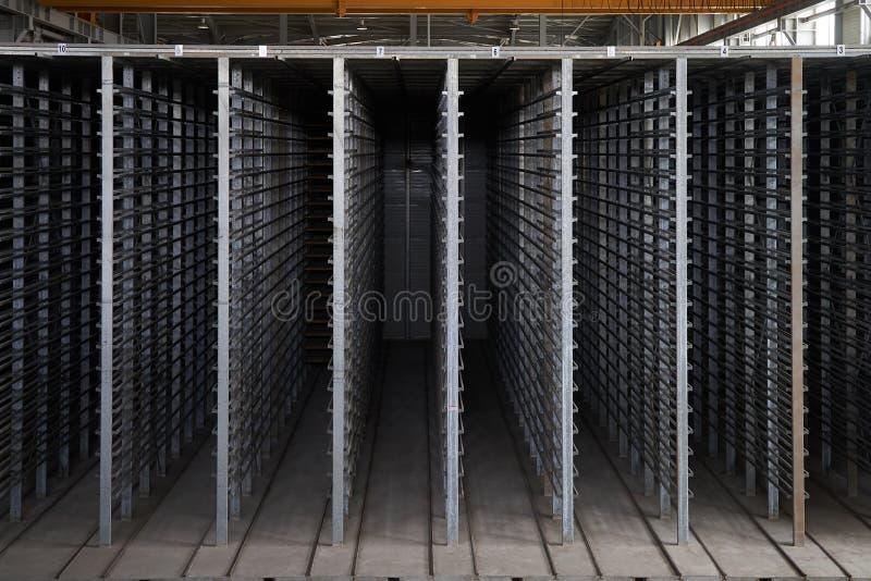 Большой ангар склада интерьера фабрики стоковое изображение