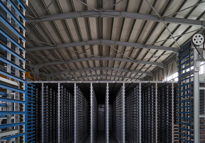 Большой ангар склада интерьера фабрики стоковые изображения rf