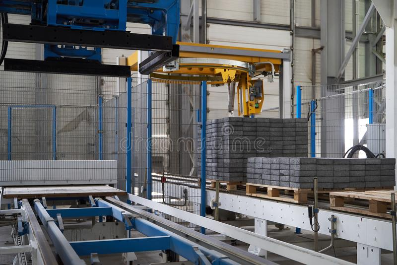 Большой ангар склада интерьера фабрики стоковые фото