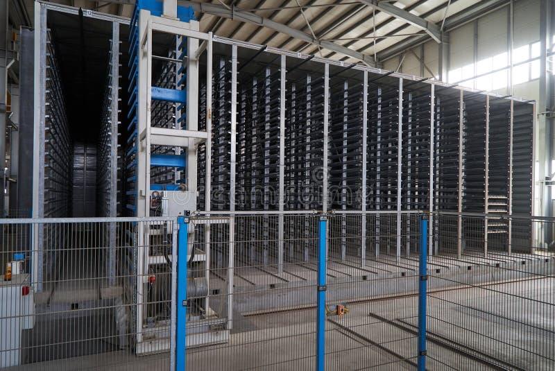 Большой ангар склада интерьера фабрики стоковое фото rf
