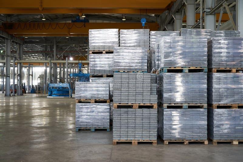 Большой ангар склада интерьера фабрики стоковая фотография rf