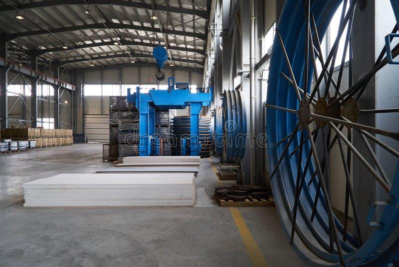 Большой ангар склада фабрики стоковое изображение rf