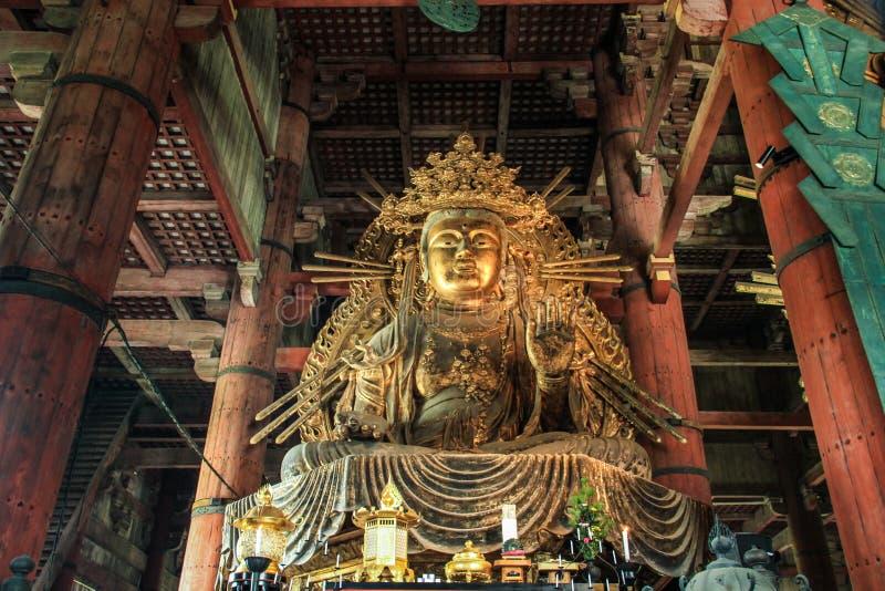 Большой Будда Daibutsu, замена скульптуры восьмого века, Todai-ji XVII века, Nara, Kansai, Япония стоковая фотография