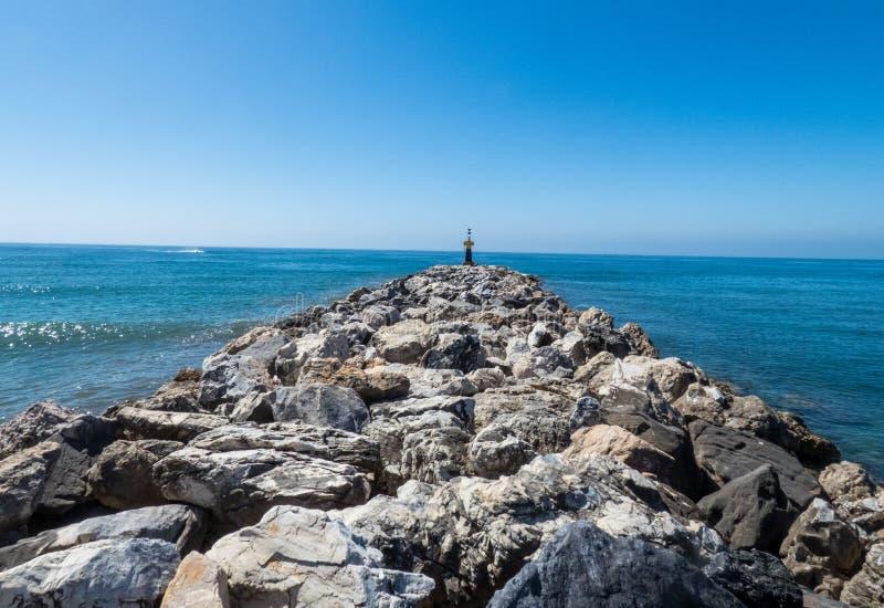 Большой выключатель волны моря в море Mditerranian, Mursia стоковые изображения