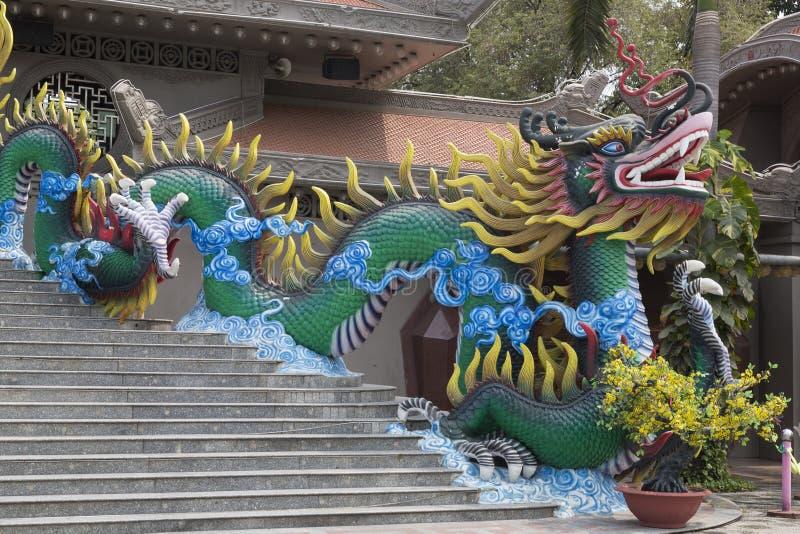Большой дракон на входе стоковые фото