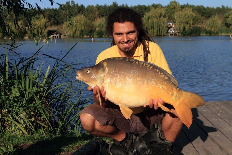 Большой захват рыб путем удить стоковое фото