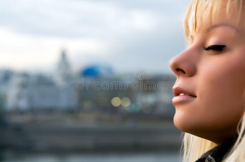 большой заход солнца города стоковое изображение