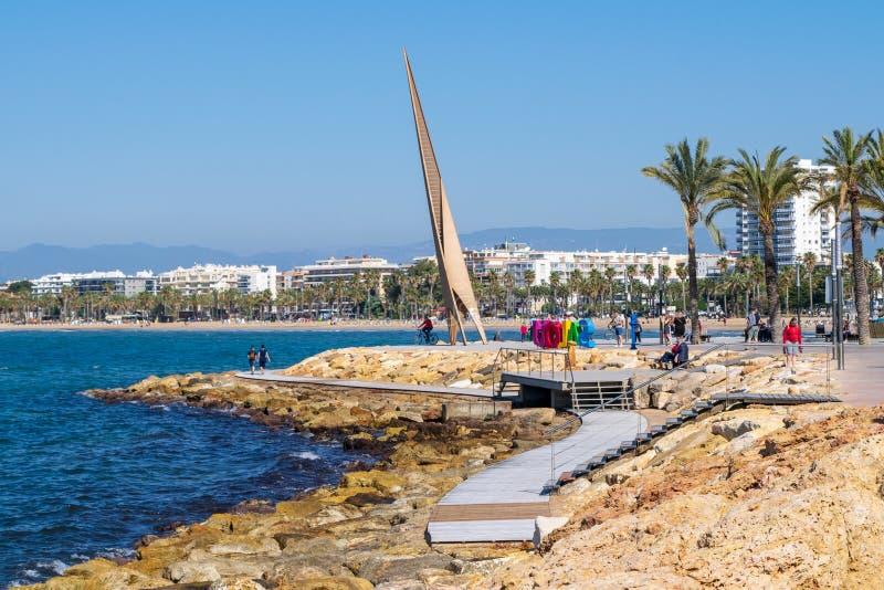 Большой знак Salou на пляже стоковые изображения