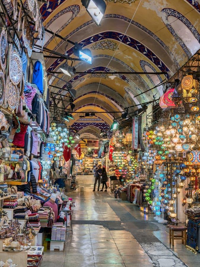 Большой интерьер благотворительного базара в Стамбуле, Турции стоковое изображение rf