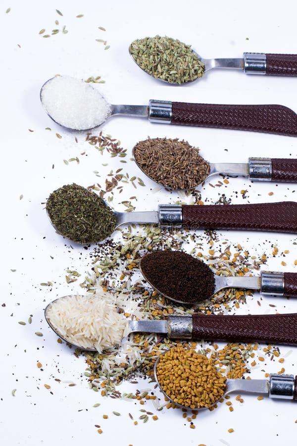 Большой комплект индийских специй и трав стоковые изображения