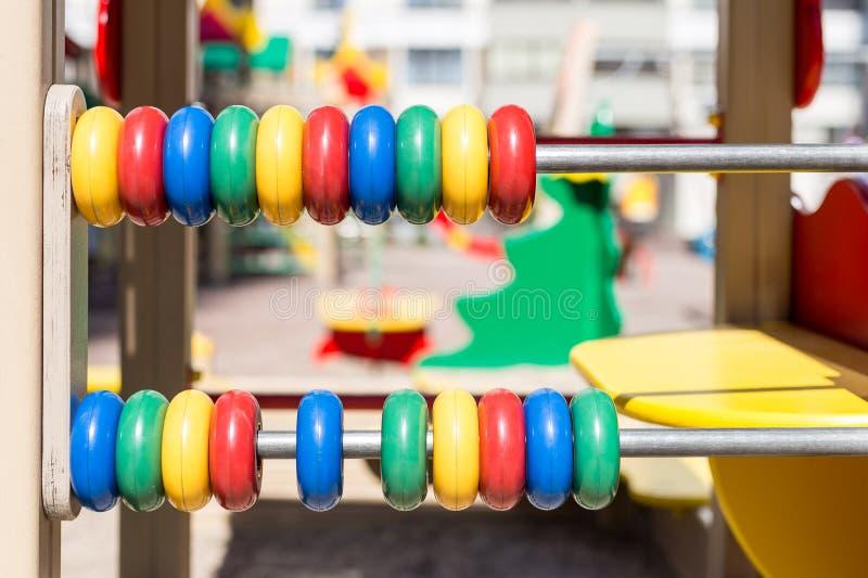 Большой красочный абакус на спортивной площадке детей oudoor стоковая фотография