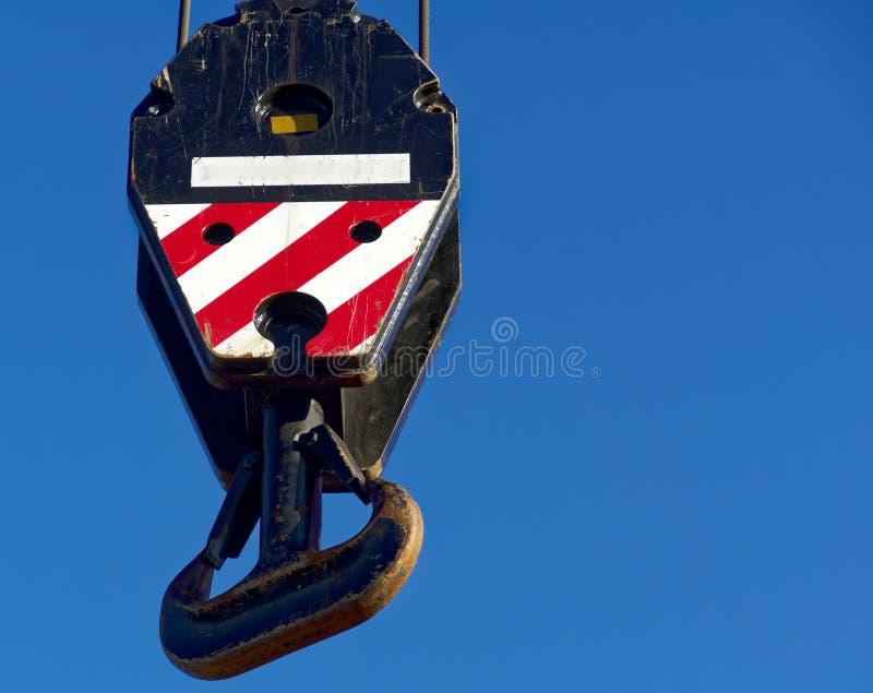 Большой крюк на верхнем конце тележк-установленного крана для поднимать l стоковые фотографии rf
