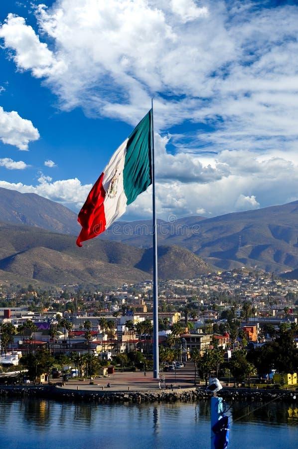 Большой мексиканский флаг стоковые фотографии rf