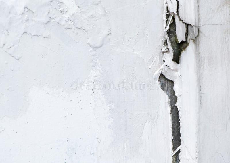 Большой отказ на белой бетонной стене стоковые фото