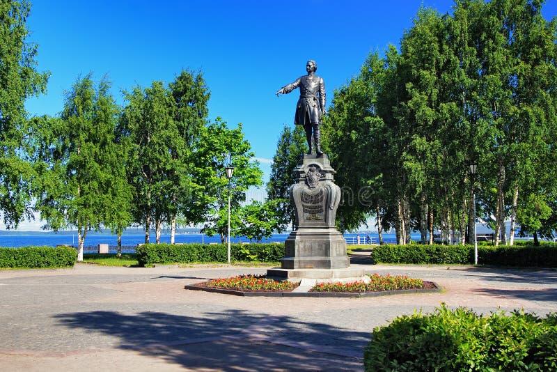 большой памятник peter petrozavodsk к стоковые фото