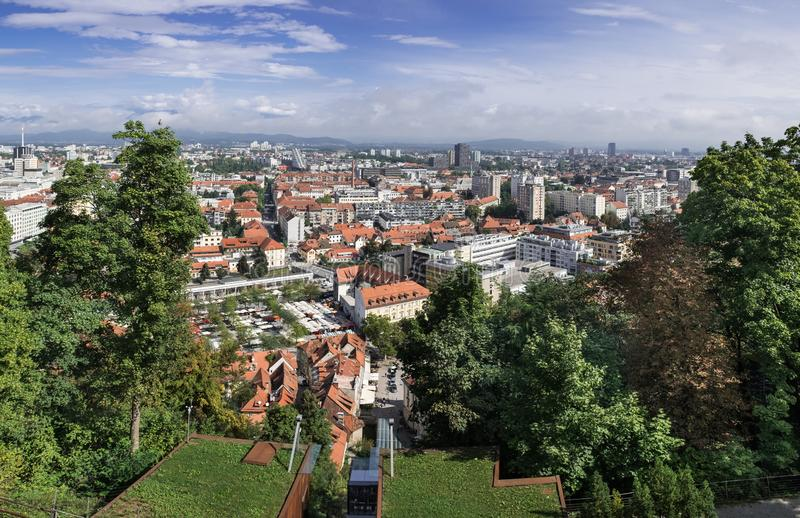 Большой панорамный вид с воздуха Любляны стоковая фотография