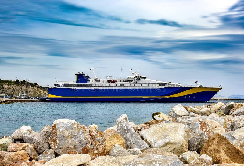 Большой паром на доке Порт Rafina, Греция стоковая фотография rf