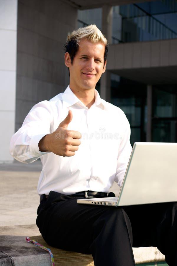 большой пец руки бизнесмена вверх стоковые изображения