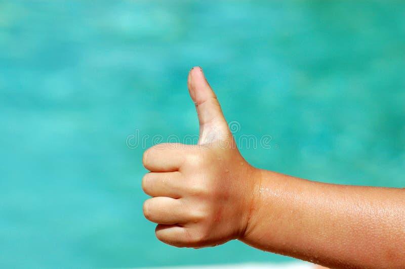 большой пец руки ребенка вверх стоковая фотография rf