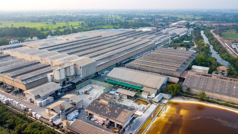 Большой район фабрики от взгляда глаза птицы стоковая фотография
