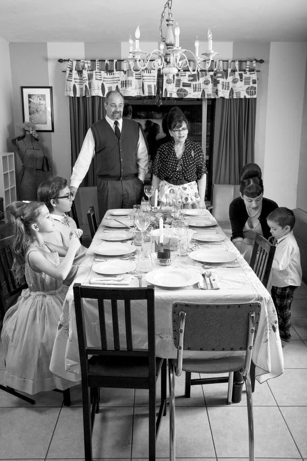 Большой ретро обедающий Турция благодарения семьи стоковое фото rf